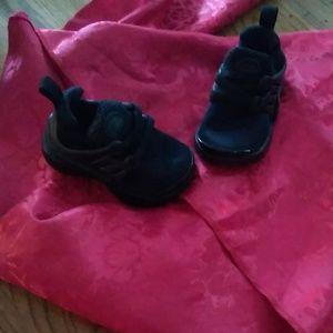 Black Nike size 5(baby)